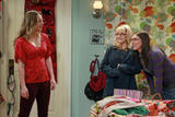 Melissa Rauch - ''Big Bang Theory'' S05E11 Promo Stills (x2)