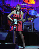 Norah Jones Performs on stage at the Greek Theatre in Los Angeles - August 25, 2010 (x8)