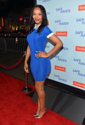 "Samantha Mumba @ ""Safe Haven"" Premiere In A Spandex Dress in Hollywood 02/05/13"