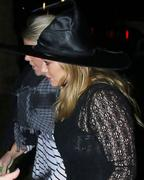 http://img272.imagevenue.com/loc462/th_794794211_Hilary_Duff_heads_to_Halloween_party6_122_462lo.jpg