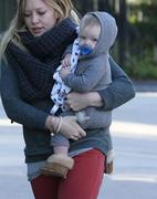 http://img272.imagevenue.com/loc498/th_207031453_Hilary_Duff_Shopping_Ralphs_and_Starbucks31_122_498lo.jpg